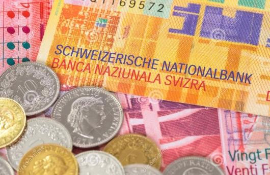 billete-de-banco-y-monedas-del-franco-suizo-del-dinero-de-suiza-37072493